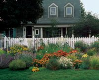 Front-Yard Gardens Make a Strong First Impression ...