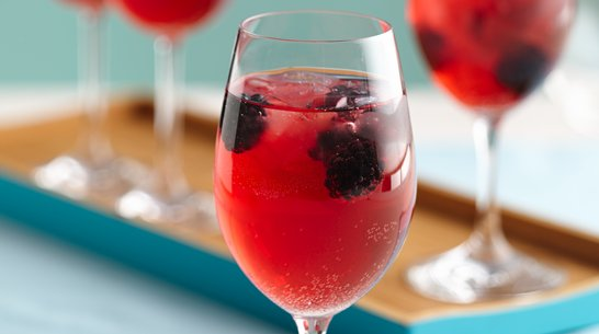 Bebida Navidea de Vino y Zarzamoras  Que Rica Vida