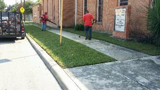 lawn care service in san antonio
