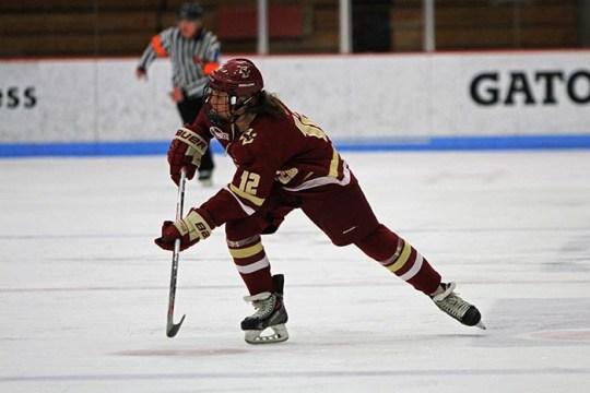 Women's Hockey Outlasts Connecticut to Remain Unbeaten