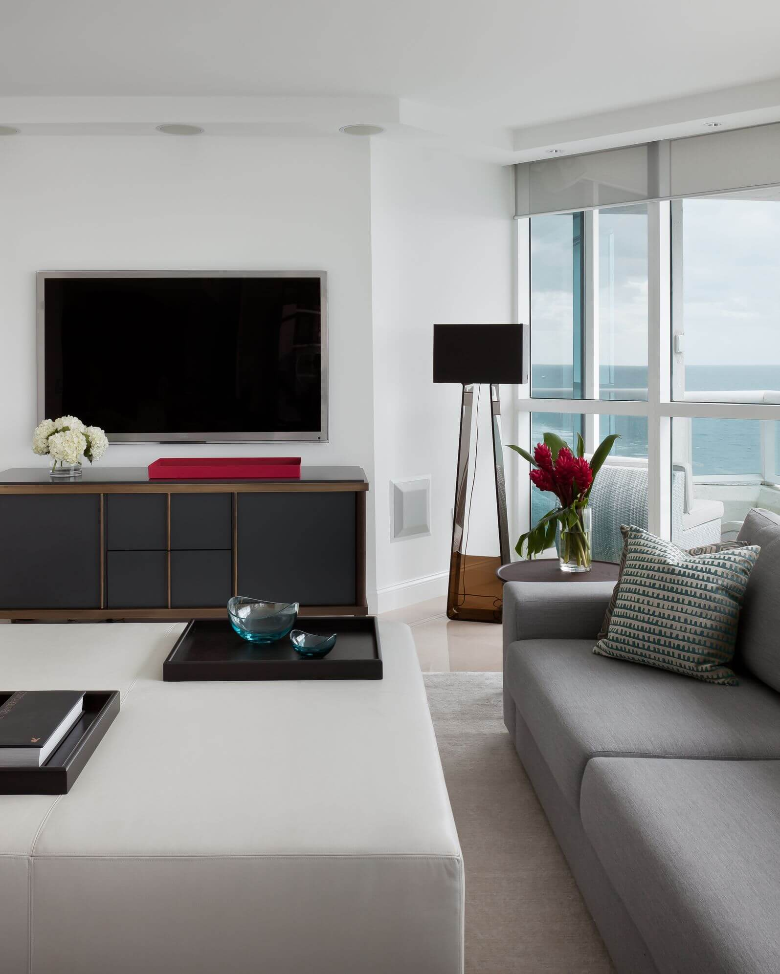 25 Gorgeous Living Rooms Featuring Comforting Earth Tones (PICTURES)