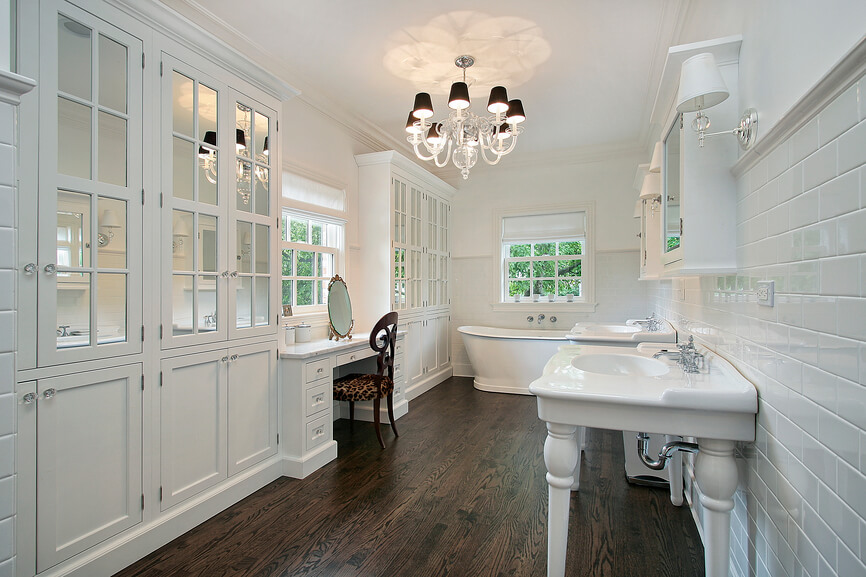 35 Master Bathrooms With Wood Floors (PICTURES)