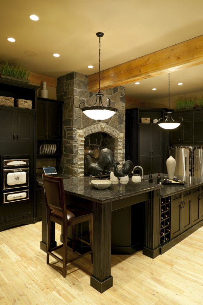 To Balance Out The Use Of Dark Cabinets And Counter Tops Which Look Stunning