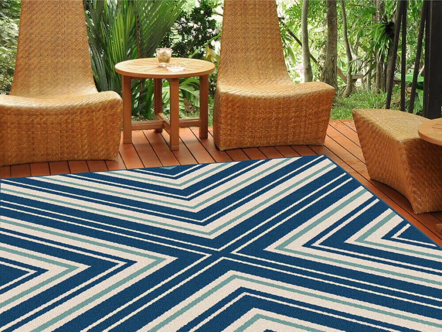 A criss-crossing blue and aquamarine pattern showcases the beauty of this rectangular area rug.