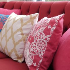 Cushion Ideas For Light Brown Sofa Sectional Sofas With A Chaise Lounge 35 Throw Pillow Examples Decor Guide Home Stratosphere Bright Red Heavily Patterned Pillows In Matching Color White