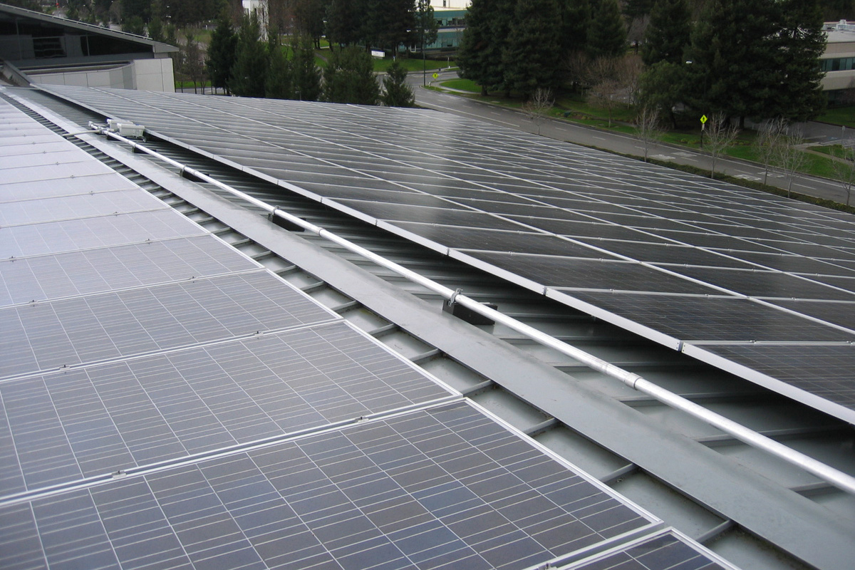 hight resolution of commercial rooftop solar panels