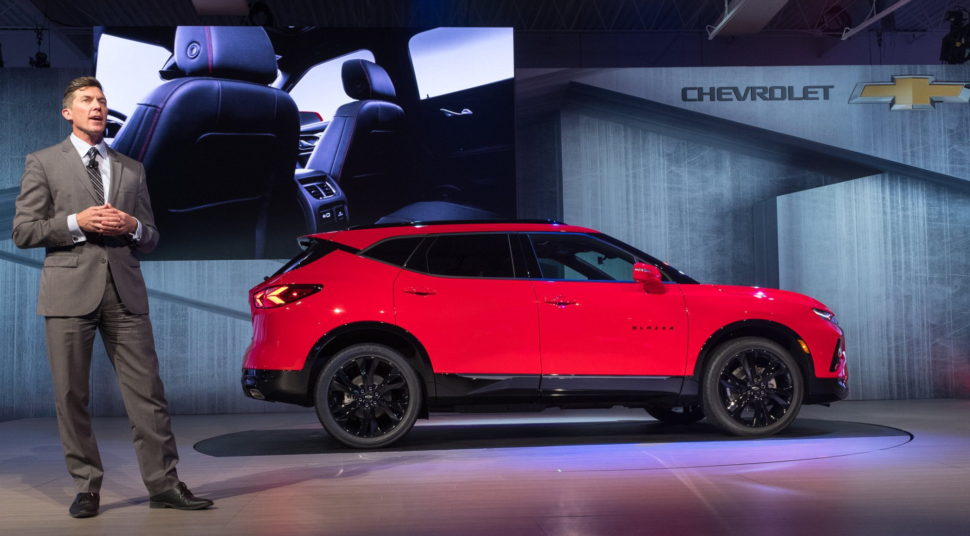 hight resolution of chevrolet blazer exterior design director mike pevovar introduces the 2019 chevrolet blazer photo by steve fecht for chevrolet
