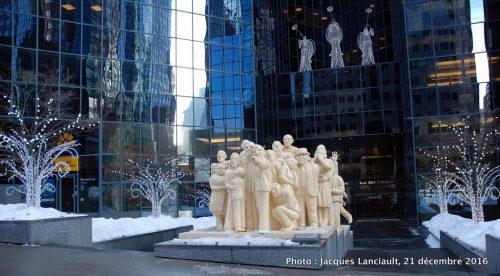 Foule illuminée, Raymond Mason, Montréal, Québec