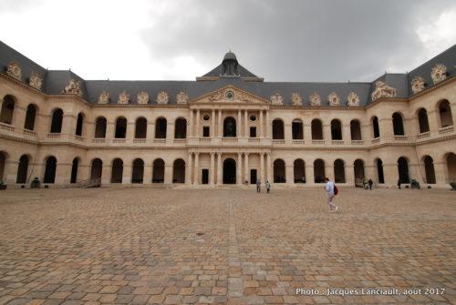 Cour d'honneur, Hôtel des Invalides, Paris, France