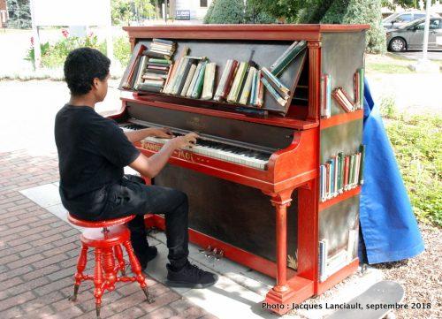 Piano public, Patrick Verrier, Granby, Québec