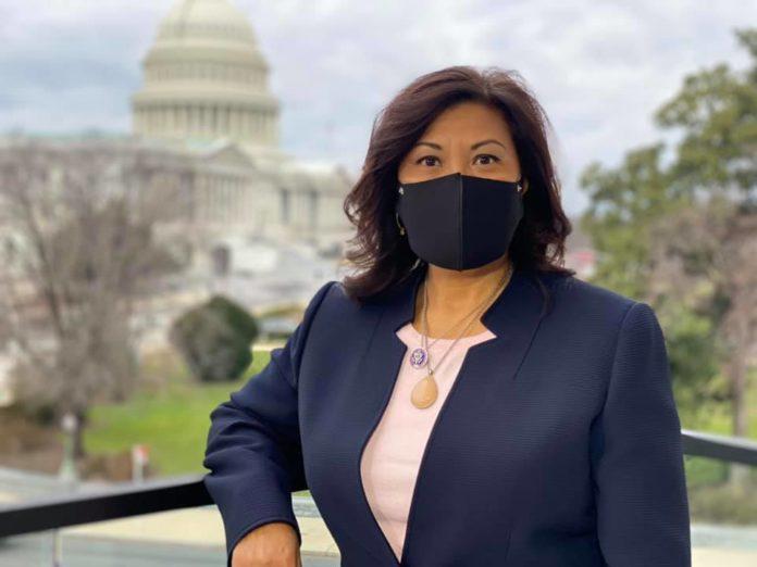 Congresista de EEUU pide restringir ayuda estadounidense a Bukele