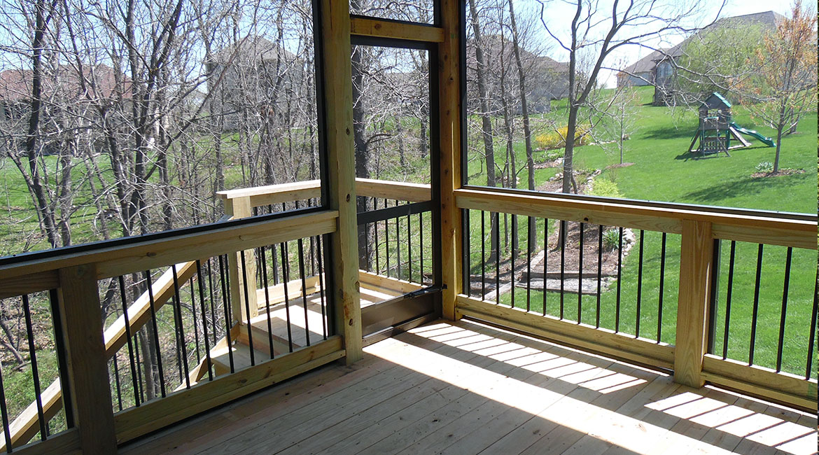 Screened porch & patio built by TrueSon Exteriors