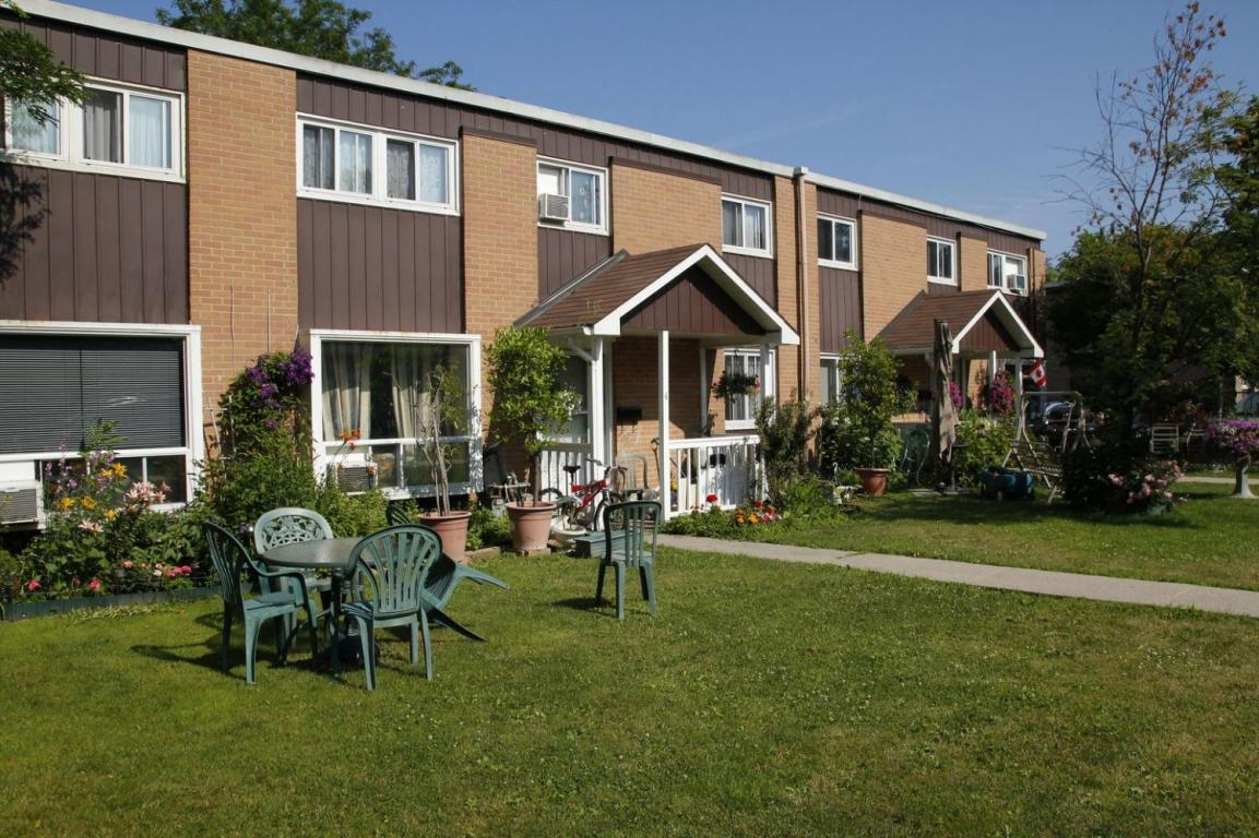 Parkway Court Townhouses Apartments for rent at 176 Parkway Street in Kingston Ontario  Homestead