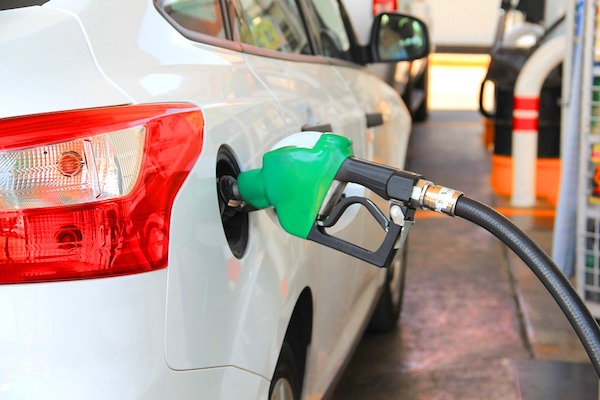 20 Ways To Improve Your Car's Fuel Efficiency [Infographic]