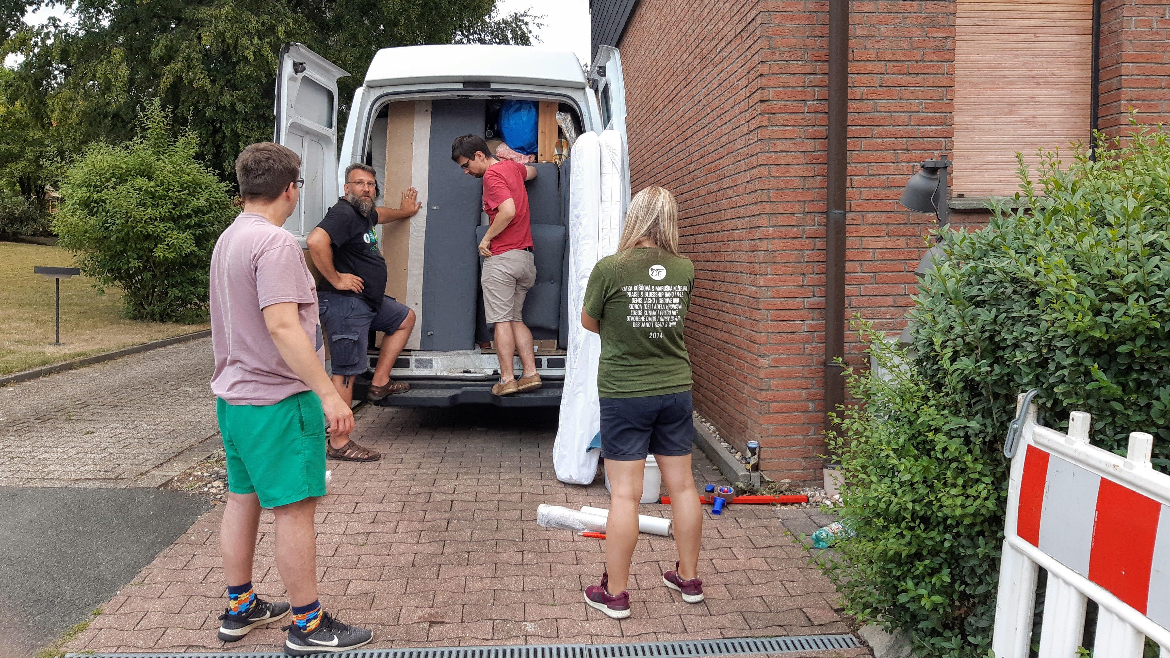 moving van packing