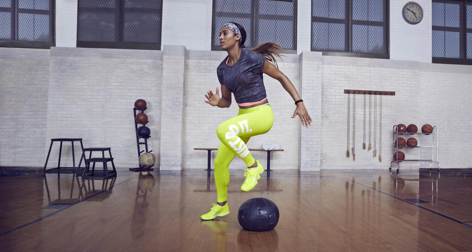Wallpaper Tennis Girl Fitting In Five With Skylar Diggins N Tc Zoom In 5
