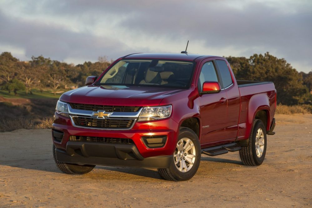 medium resolution of edmunds compares chevrolet colorado toyota tacoma jeep gladiator