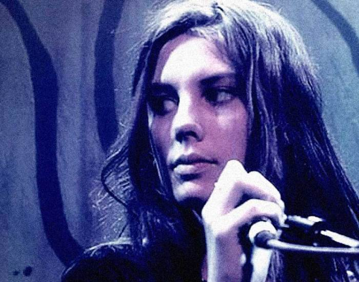 Ellie Rowsell of Wolf Alice - The lovechild of Folk and Grunge.