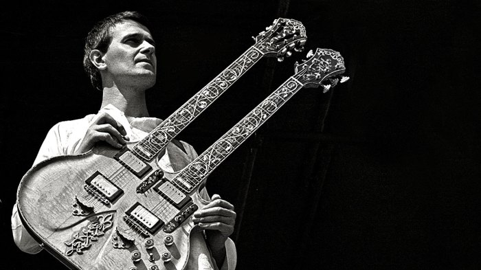 John McLaughlin and The Mahavishnu Orchestra - Suddenly, music took a turn for the Mystical.
