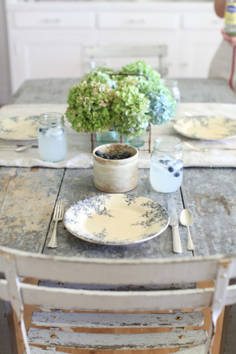 Rustic Table Setting via oreeko.com