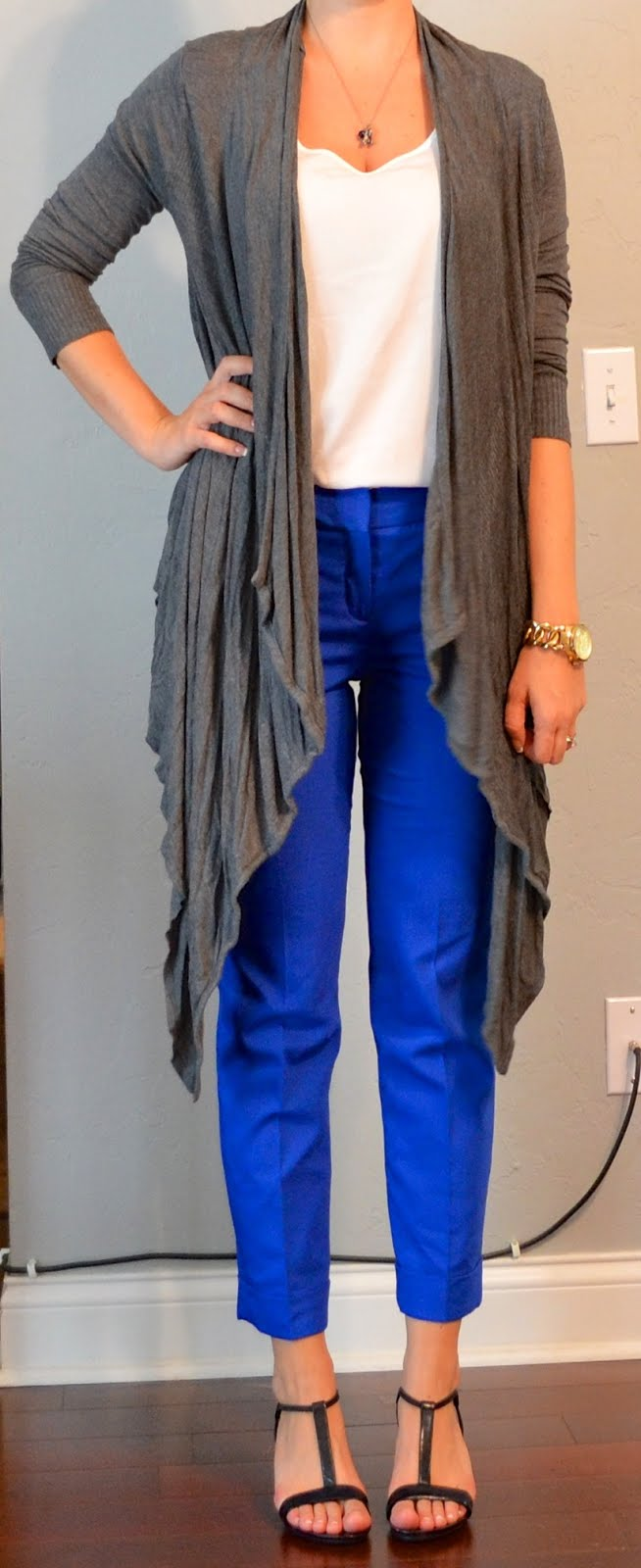 outfit post blue cropped pants grey drapey cardigan