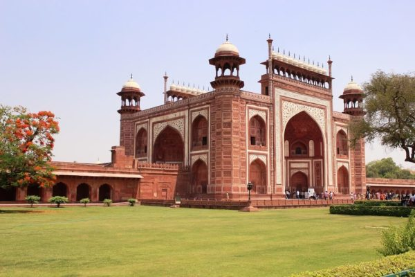 a palace at agra fort near the taj mahal
