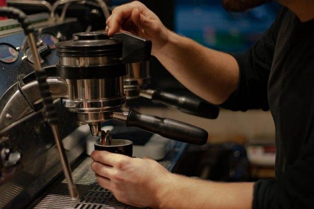 cafe culture in paris lucas scariot