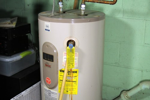 small resolution of how to test an electric hot water heater thermostat hunker how to wire an electric water heater ehowcom