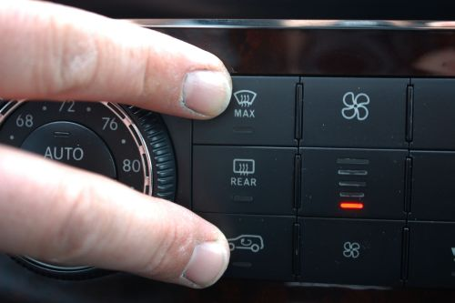 small resolution of press and hold the defrost and recirculated air buttons simultaneously the defrost button has three lines going through it while the recirculated air