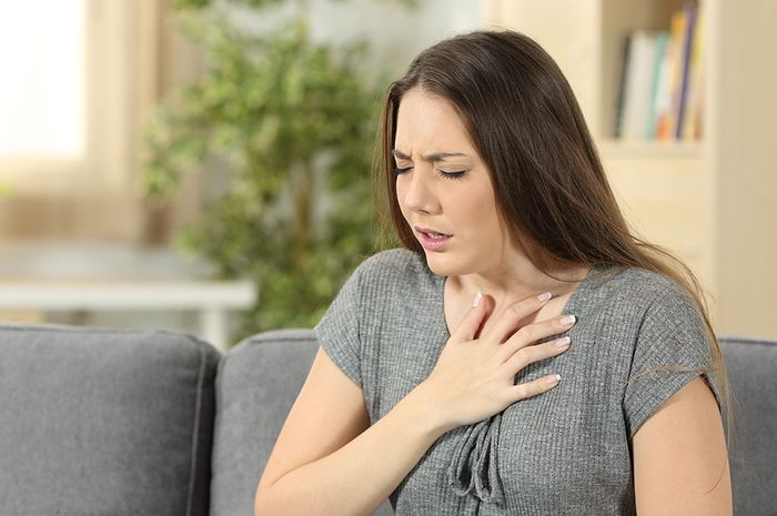 What are the signs of heart attack in a woman?