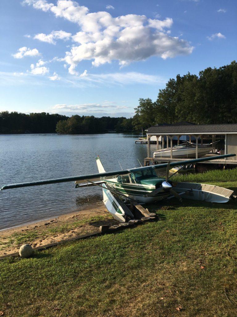 plane crashes on lake