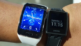 Side by side with the Pebble.