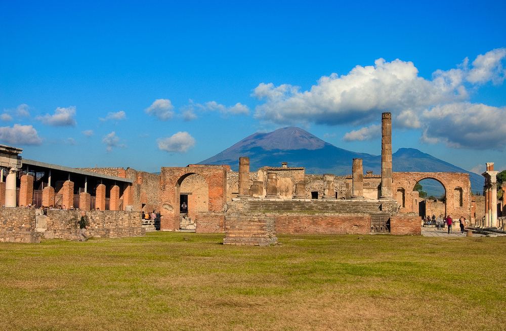 a history of mount vesuvius and its features This compilation of synonyms and subsidiary features may not be contrasting styles of mount vesuvius activity in the period between the deformation history.