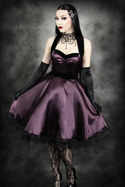 How To Choose A Gothic Prom Dress