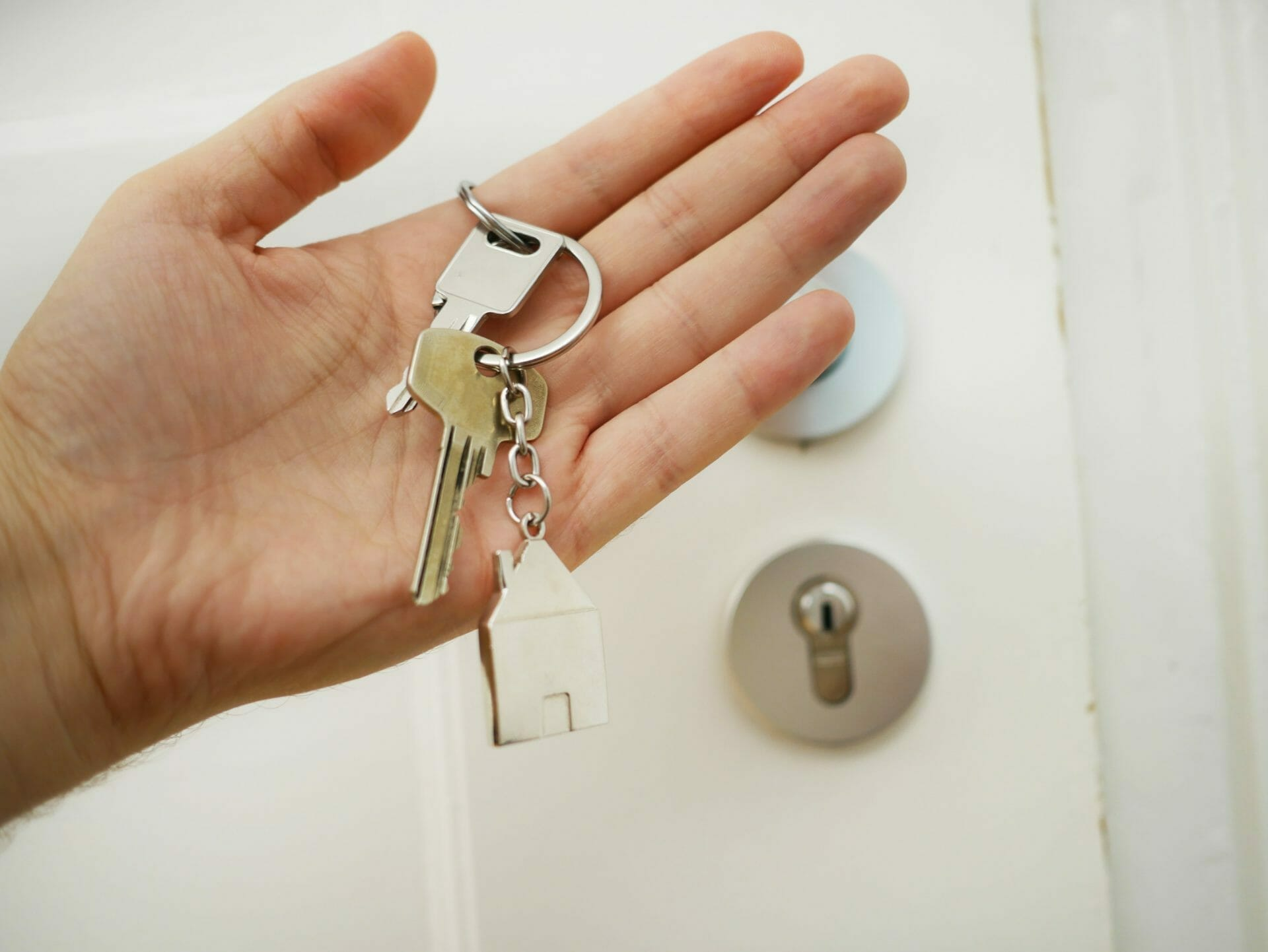 Picture of house keys on keychain for Real Wealth Show Podcast Episode #722