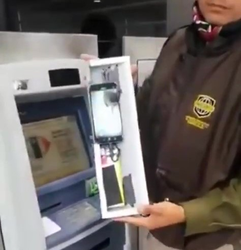 VIDEO: ASÍ CLONAN TARJETAS EN CAJEROS