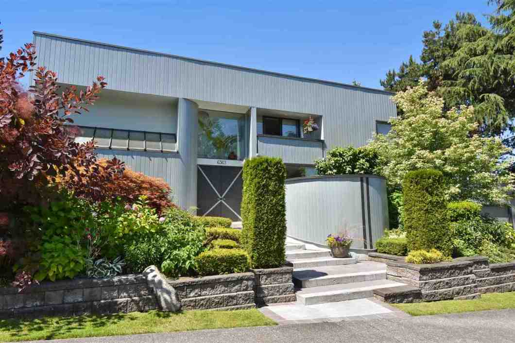 Superb, award winning, architecturally designed modern renovated home on a private corner, VIEW lot in the core area of prestigious Buckingham Heights. Flow through open plan features high ceilings, many large windows, abundance of space/natural light. Established landscaping is a gardener's dream. Lots of privacy with the 13 foot cedar hedges. Newer high efficiency furnace. Impressive quality upgrades include the following: exterior long board aluminum siding; master ensuite bath, custom designed hand cut foyer window, guest bath, wood/wood veneer floors, windows/skylights, cedar hedges, tiered Allen block retaining walls, and many more features. PLUS! a fully equipped Art Studio!! Floor Plan & more PHOTOS available on realtor's website.