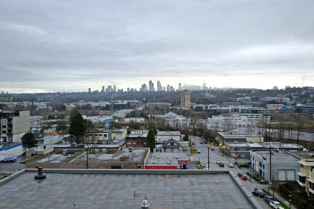 Lovely 2 bedroom, 2 bath plus DEN in SOLO by BOSA LEGACY. View of Metretown and Vancouver downtown. 962 s.f., extra wide parking space and locker.