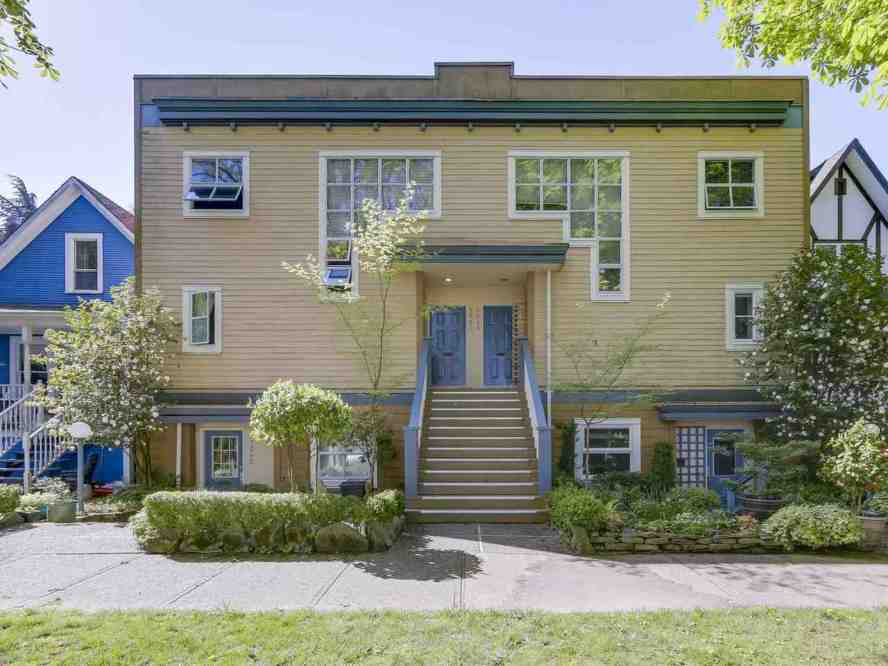 Walk up the stairs to enter this bright and tastefully updated 2 level, 2 bedroom, 2 bathroom townhome in prime Kitsilano.  Main level features an open plan dining, living w/ gas fireplace, and renovated kitchen w/ breakfast bar, large bedroom and 3-piece bathroom.  Hardwood flooring, over-height ceilings, and bright South facing windows. Downstairs is the huge master bedroom with large 5-piece ensuite.  This spacious home has 3 decks, incl. a private 400 sq.ft. entertainment sized, sun drenched, roof deck. Exterior has hardiplank siding w/ rainscreen. 1 pet is welcome. 1 parking included. Townhouse 4-plex in located a short walk to the best parks and shopping in Kitsilano, South Granville and Vancouver Lawn Tennis Club. OPEN HOUSE SATURDAY (22nd) 2:30-4PM