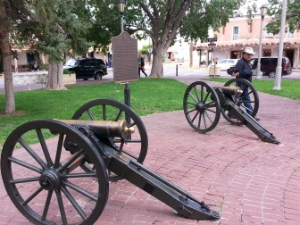 Howitzer Canons in Old Town