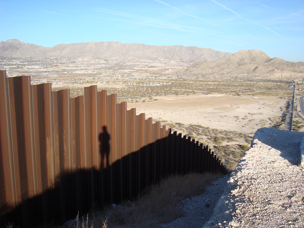 Armed vigilantes along border bring national attention