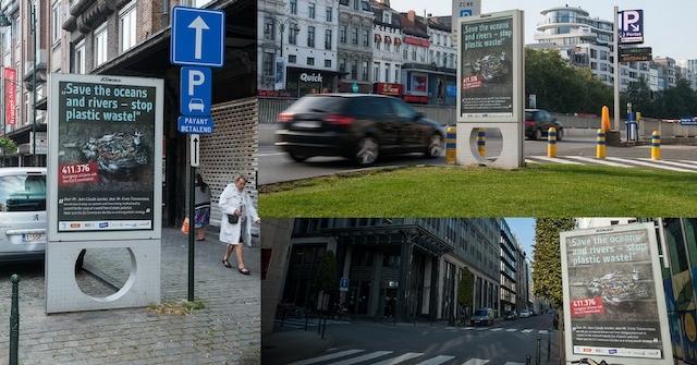 Plakate in Brüssel machen auf                                     die Folgen der Plastikflut                                     aufmerksam.