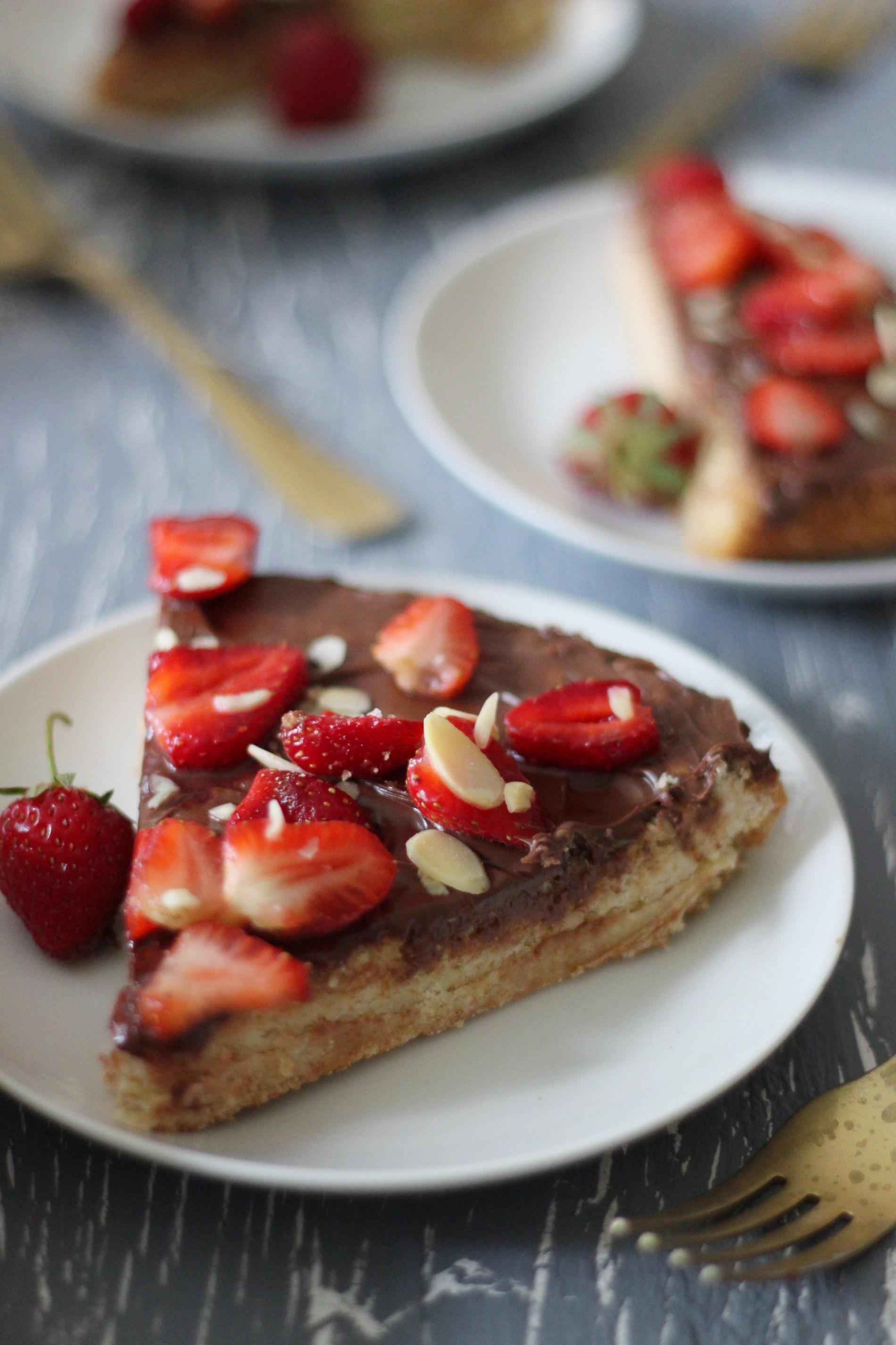 Strawberry Nutella Sugar Pizza