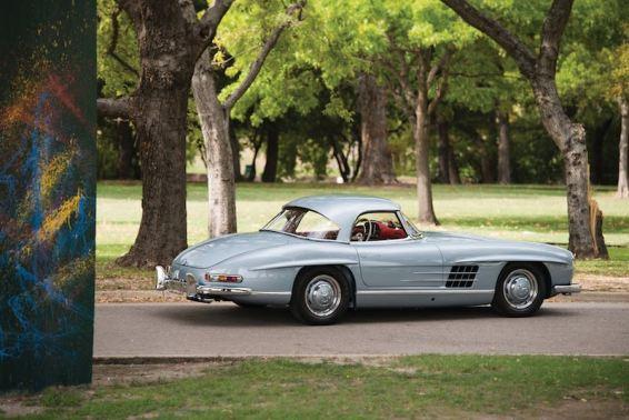 1962 Mercedes-Benz 300 SL Roadster (photo: Darin Schnabel)