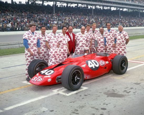 Andy Granatelli, Parnelli Jones and crew at the 1967 Indy 500