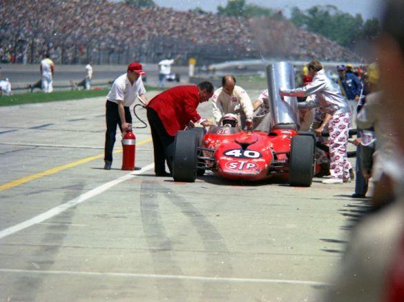 Andy Granatelli talks to Parnelli Jones at the 1967 Indy 500