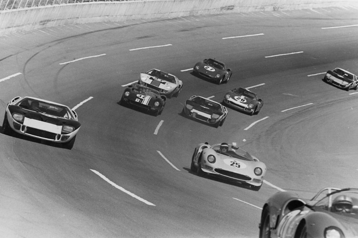 Ferraris racing Fords at Daytona International Speedway in Florida (photo: Ferrari)