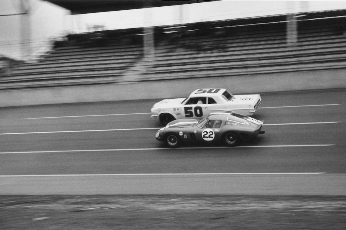 Ferrari 250 GTO (3223GT) driven by Fireball Roberts and John Cannon passes the Pontiac Tempest of Paul Goldsmith (photo: Ferrari)