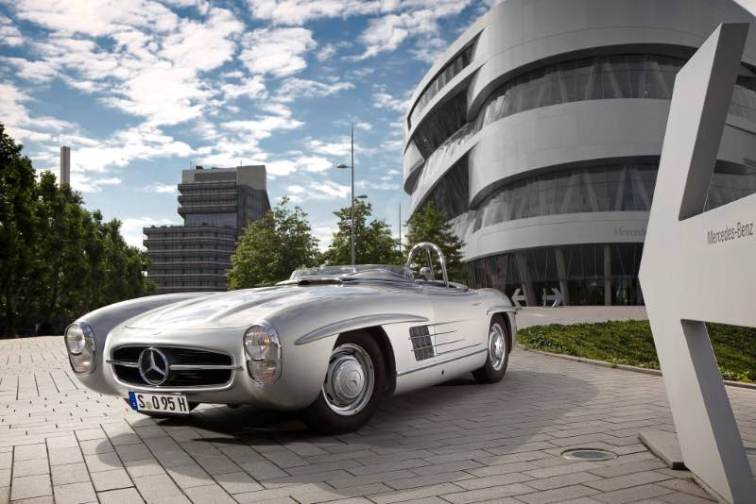 Two examples of the Mercedes-Benz 300 SLS (Super-Light-Sport) were built in 1957, with a peak output of 235 hp. In the same year racing driver Paul O'Shea won the US Sports Car Championship with the roadster