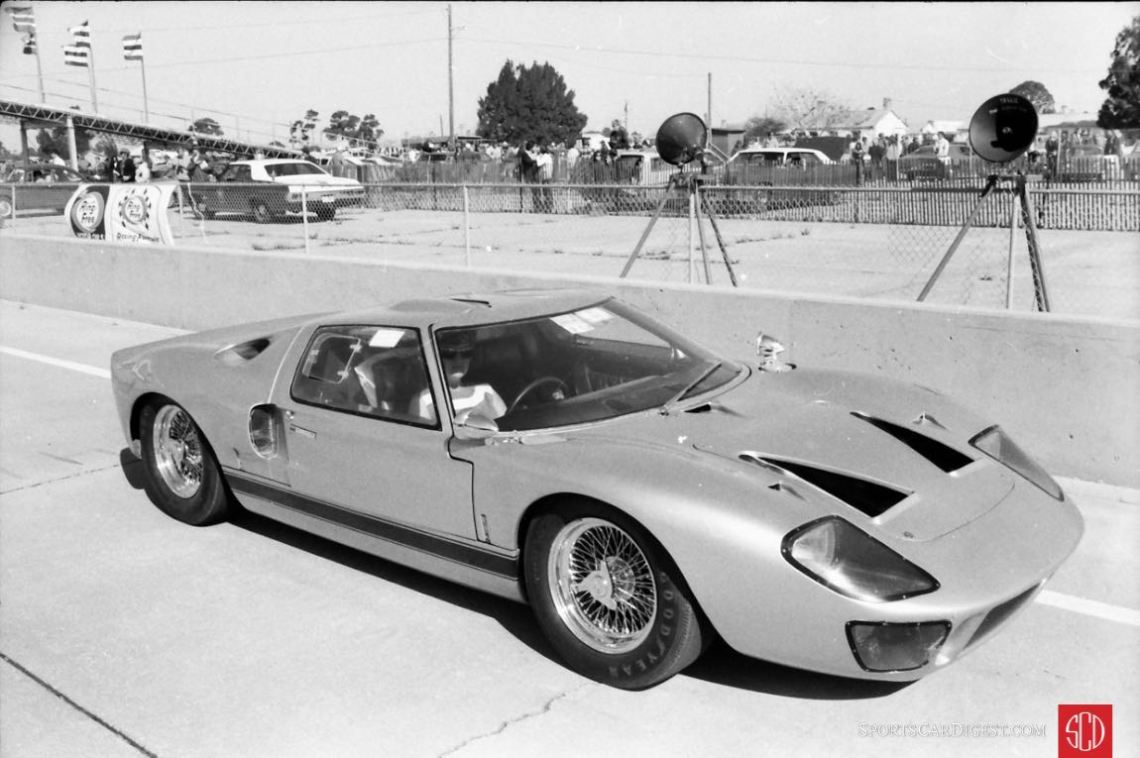 A Ford GT40 getting ready for the vintage race car parade (Photo: Louis Galanos)